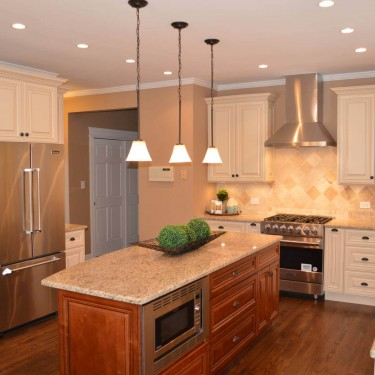 Traditional kitchen installed by kitchen remodeling contractor