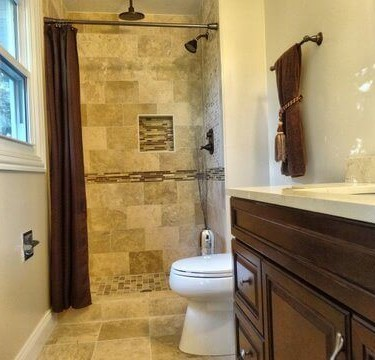 bathroom remodeling contractor uses travertine tile in shower