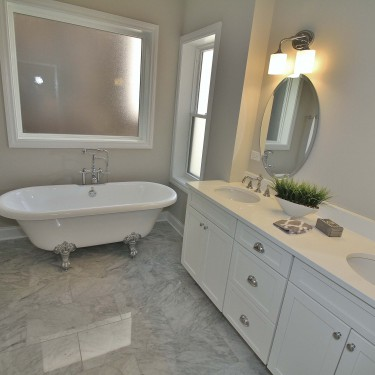 crawfoot tub installed by chicago bathroom remodeling contractor