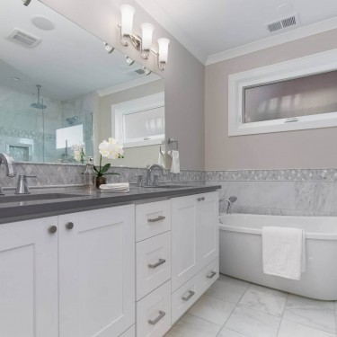 master bathroom in custom home built by custom home builder